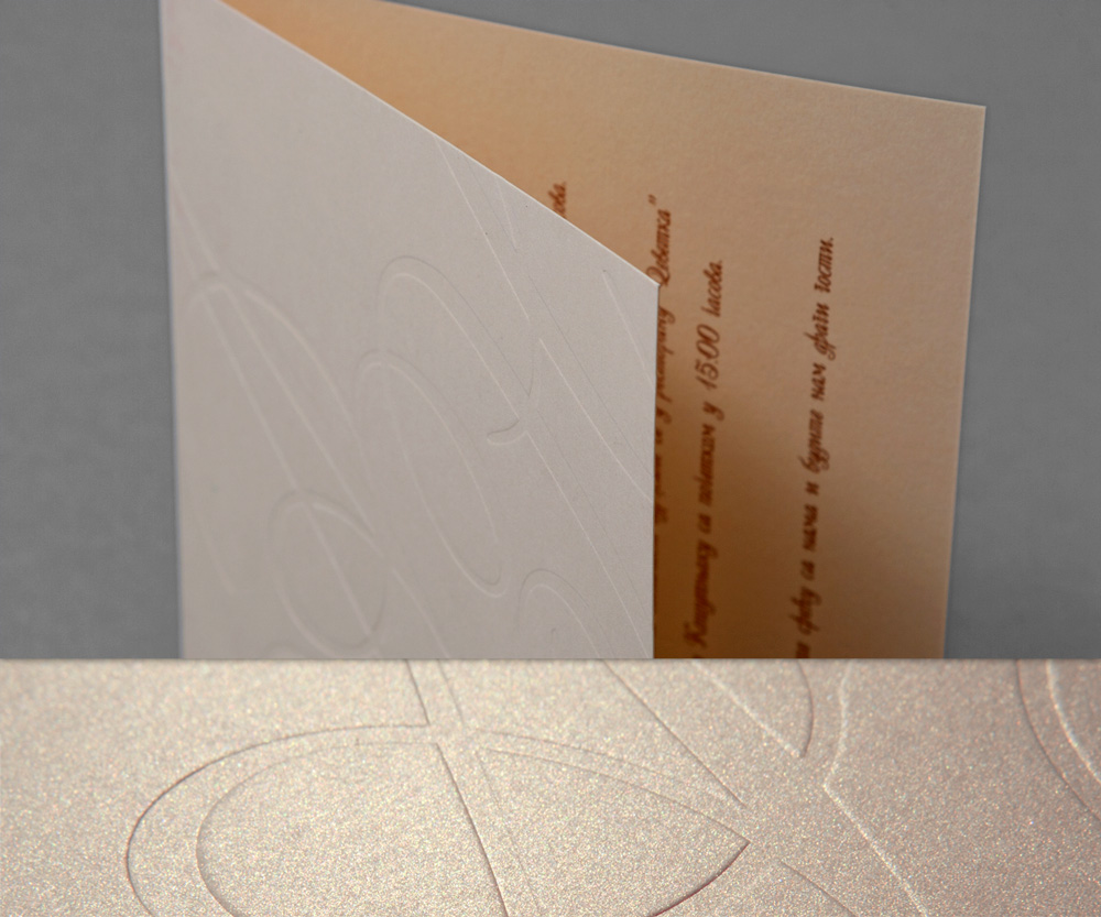 Pozivnica za venčanje, tekst u zlatotisku, korice blindruk (suvi žig) - ispupčeni inicijali.